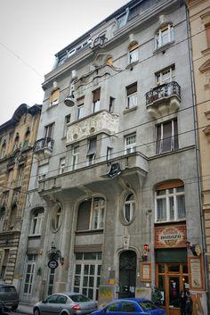 https://flic.kr/p/jvxJrQ | Budapest Art Nouveau | Budapest, inner city      Built in 1905. Architect: Jónás Dávid   Azoknak, akik évtizedek óta ismerik ezt az utcát: még megvan a Csengődi borozó!