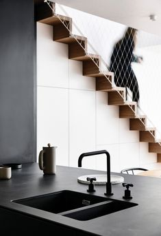 Low Budget Home Decoration Ideas Interior Design Classes, Interior Design Kitchen, Modern Interior Design, Interior Stairs, Interior Architecture, Ikea Interior, Kitchen Under Stairs, Carlton House, Dark Countertops