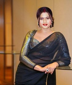 Beautiful Women Over 40, Beautiful Girl Indian, Most Beautiful Indian Actress, Beautiful Saree, Beauty Full Girl, Beauty Women, Saree Wearing Styles, Bollywood Designer Sarees, Saree Photoshoot