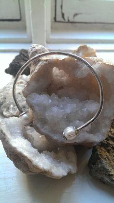 Pulsera de plata 925  con perlas de rio.