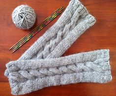 Brilliant, free pattern for cable knitted armwarmers/mitts. Will be using this over and over again..!