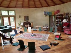 Communes: the pros & cons of intentional community | Offbeat Home