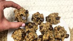 I like to make eating healthy easy and this recipe is easy to make and only takes a short amount of time. I also love peanut butter and bananas, so this peanut butter banana oat cookie is a perfect nutritious sweet tooth snack! Healthy Treats, Healthy Eating, Healthy Recipes, Healthy Foods, Peanut Butter Banana Cookies, Grass Fed Gelatin, Sweet Tooth, Snacks, Bananas