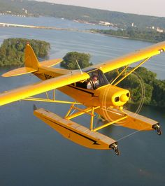 Cub on floats. I don't even want to think about the cost of amphibian float kits. Sea Plane, Float Plane, Civil Aviation, Aviation Art, Piper Aircraft, Amphibious Aircraft, Bush Plane, Private Pilot, Old Planes