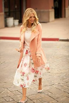 #Modest doesn't mean frumpy. #DressingWithDignity www.ColleenHammon... Daily New Fashion : Best Women's Street for Fall/Winter