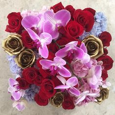 The spectacular 'Maharani' has gone out today, generous blooms of phalaenopsis orchids on a bed of pink and blue hydrangeas, lush red roses and painted gold roses. Selamat Hari Raya everyone! #Maharani #maisondesroses #red #gold #roses #hydrangeas #blue #pink #purple #phalaenopsis #orchids #HariRaya