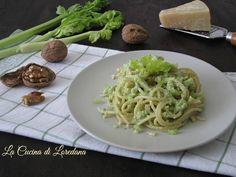 Una meravigliosa e semplice ricetta per un primo piatto che vi conquisterà al primo boccone: la Pasta al pesto di sedano e noci