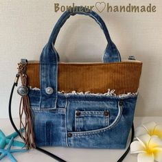Handcrafted leather handbags were obviously the very first leather bags to come out. Today, these bags differ so much in style that the possibilities appear limitless. Denim Handbags, Leather Handbags, Denim Purse, Mode Jeans, Diy Handbag, Unique Purses, Recycled Denim, Bag Patterns To Sew, Purses And Bags