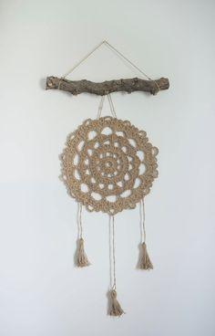"A Free Pattern for the Jute Farmhouse ""Dreamcatcher"" — Megmade with Love Crochet Wall Art, Crochet Wall Hangings, Crochet Home, Double Crochet, Single Crochet, Crochet Chart, Crochet Patterns, Embroidery Transfers, Jute Twine"