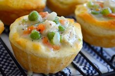 Mini Chicken Pot Pie Bites - love this twist on chicken pot pies. leaves room for my love who likes pot pie but doesn't like veggies on his portions! Tapas, I Love Food, Good Food, Yummy Food, Delicious Recipes, Biscuit Dough Recipes, Mini Foods, Appetizer Recipes, Appetizers