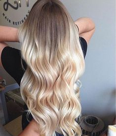 Beautiful blonde bayalage hair