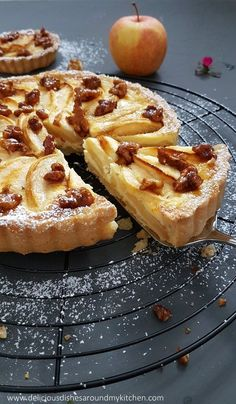 Apple tart with caramelized walnuts - Kuchen - Cake Recipes, Dessert Recipes, Pastry Recipes, Apple Recipes, Fall Desserts, Ice Cream Recipes, Food Cakes, Tasty Dishes, Desserts