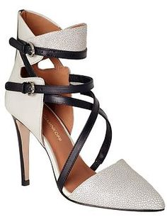 Raz by Rebecca Minkoff Crazy Shoes, Me Too Shoes, Rebecca Minkoff, Fashion Shoes, Fashion Usa, Net Fashion, Style Fashion, Fashion Accessories, Fashion Trends