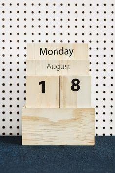 wooden calendar. - RIAZZOLI.