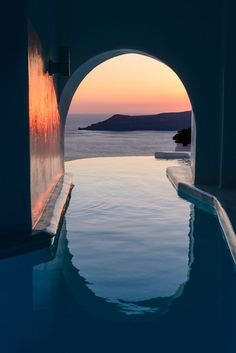 What are the Best Hotels in Santorini? How to get to Santorini? Dana Villas Santorini, Hotels In Santorini Greece, Santorini Grecia, Santorini Sunset, Santorini Honeymoon, Mykonos Greece, Crete Greece, Athens Greece, Resorts