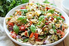 Nudelsalat mit geröstetem Gemüse Rezept | Elle Republic | Gesund essen
