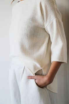 Hackwith Design House for Chrome Yellow // linen textured neutral top with white pants #style #fashion #classic