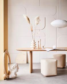 Nieuw: vtwonen collectie verf | de kleuren van 2020 Curved Walls, Textured Walls, Wall Treatments, Home Living Room, Table And Chairs, Home Decor Inspiration, Accent Decor, Mid-century Modern, Interior Design