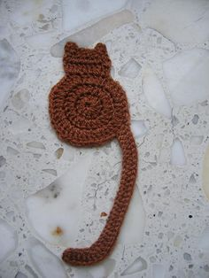 "crochet cat bookmark ~ free pattern from ""Cute & Kaboodle"" Crochet Bookmark Pattern, Crochet Bookmarks, Crochet Books, Crochet Gifts, Crochet Motif, Crochet Flowers, Crochet Patterns, Crochet Designs, Knitting Patterns"