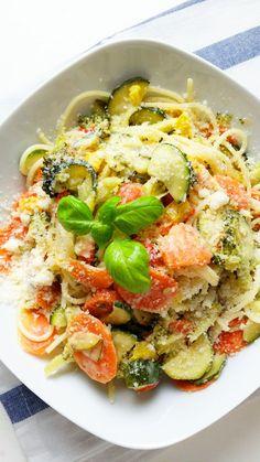Spaghetti ze świeżymi, chrupiącymi warzywami to klasyk kuchni włoskiej. Nic dziwnego, że to kolorowe danie nosi nazwę primavera - wiosna!