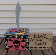 Party Pirate Party Game: Ring Around the Sword: great website for pirate and other ideas!Pirate Party Game: Ring Around the Sword: great website for pirate and other ideas! Deco Pirate, Pirate Day, Pirate Birthday, Pirate Theme, Fete Halloween, Halloween Party Games, Birthday Party Games, 4th Birthday Parties, 5th Birthday