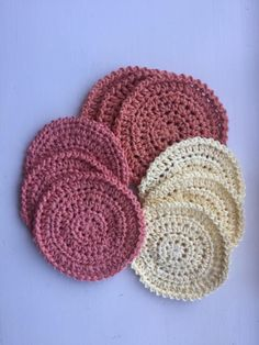 Hæklede bomuldsrondeller – Frossenfuldmaane Love Crochet, Knit Crochet, Crochet Hats, Mug Rugs, Chrochet, Diy And Crafts, I Am Awesome, Projects To Try, Cross Stitch
