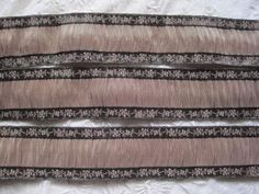 VINTAGE-FRENCH-RUSHED-MUSHROOM-BROWN-WITH-GOLD-METAL-RIBBON-TRIM-1-YARD