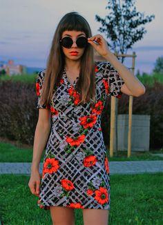 more: https://jointyicroissanty.blogspot.com/2016/09/vintage-dress.html  #vintage #vintagedress #floraldress #bigsunglasses #roundsunglasses #retro #retrofashion #moda #ootd #fashion