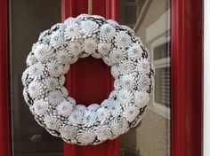 A wonderful collection of 13 Easy and Creative Pine Cone Crafts You Can DIY with ideas about some Christmas decorating. White Pine Cone, Pine Cone Art, Pine Cone Crafts, Pine Cones, Holiday Crafts, Christmas Wreaths, Christmas Crafts, Christmas Decorations, Corona Floral