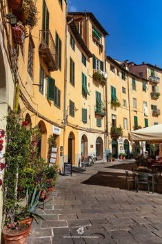 Piazza dell'anfiteatro, Lucca, Italy. #visitingitaly