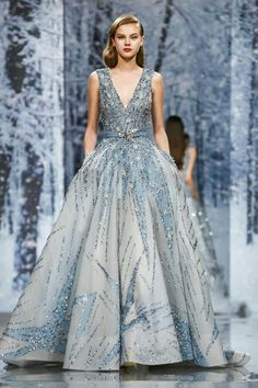 Ideas For Fashion Show Runway Design Haute Couture Paris Haute Couture Gowns, Couture Dresses, Couture Fashion, Runway Fashion, Fashion Show, Live Fashion, Fashion News, Fashion Trends, Women's Fashion