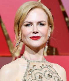 At the 2017 Oscars, Nicole Kidman wore Neutrogena and Giorgio Armani with her Armani Privé gown.