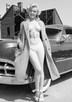 43 Most Glamorous Photos of Marilyn Monroe Her fashion was Hollywood's best frie. - 43 Most Glamorous Photos of Marilyn Monroe Her fashion was Hollywood's best friend. Estilo Marilyn Monroe, Young Marilyn Monroe, Marilyn Monroe Photos, Marylin Monroe, Marilyn Monroe Swimsuit, Marilyn Monroe Portrait, Beautiful Celebrities, Beautiful Actresses, Beautiful Women