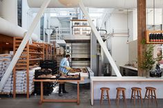 Baking Steals the Show at Tartine Manufactory in San Francisco Bakery Kitchen, Bakery Cafe, Cafe Restaurant, Bakery Shops, Bakery Shop Design, Coffee Shop Design, Tartine Bakery San Francisco, Plywood Furniture, Furniture Design