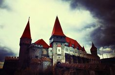 Corvin hrad v Hunedoara, Rumunsko Malbork Castle, Alnwick Castle, Osaka Castle, Prague Castle, Castle Ruins, Medieval Castle, Lichtenstein Castle, Angkor Wat Cambodia, Castles To Visit