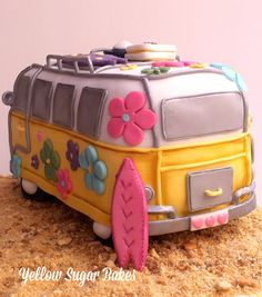 Kombi Cake lol cake just for fun can u imagine the work and skill needed? Fancy Cakes, Cute Cakes, Fondant Cakes, Cupcake Cakes, Camper Cakes, Hippie Cake, Bus Cake, Fantasy Cake, Different Cakes