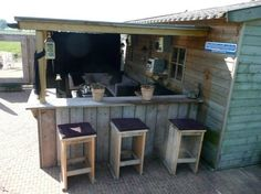 Great idea for a bar / kitchen in the garden with sitting area and shed - Garten - Outdoor Kitchen Outdoor Rooms, Outdoor Gardens, Outdoor Living, Outdoor Decor, Garden Furniture, Outdoor Furniture Sets, Scaffolding Wood, Pub Sheds, Outside Bars
