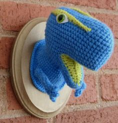 Hilarious!  Reminds me of the stuffed moose head in the kid's area of Caribou.  (So sad that they have closed!)  CROCHETED DINOSAUR. WANT.