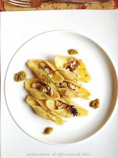 Conchiglioni Matt Monograno con ragù di Ricciola crema di olive verdi e nocciole  ricetta: http://www.untoccodizenzero.it/index.php/ricette/primi-piatti/conchiglioni-matt-con-ragu-di-ricciola-crema-di-olive-verdi-e-nocciole/