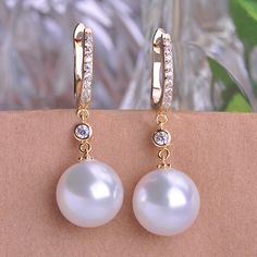 New Design Exclusive Glossy Imitation Pearl Earrings Rhinestone Gold Plated Natural Dangle Earrings Ear Hooks For Women Girl