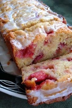 Strawberry Lemon Yogurt Cake - The cake tasted distinctly of lemons, and I found the butter-lemon-berry flavor balance to be completely spot on// That looks yummy Baking Recipes, Cake Recipes, Dessert Recipes, Recipes Dinner, Dessert Healthy, Easter Recipes, Fruit Recipes, Bread Recipes, Recipies