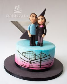 Torta personalizada para una arquitecta con toppers comestibles / Female architect Custom cake with edible toppers.