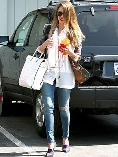 The naturally gorgeous Jessica Alba makes running errands look like a blast! Check out this shady lady rockin' out to tunes while boppin' around Santa Monica!
