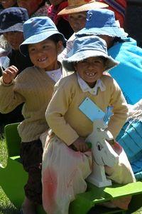 Perhepäivä - Plan tekee työtä Boliviassa 14 kunnassa lasten ja perheiden hyvinvoinnin eteen. Perhepäivässä (Family Training Day) kokoonnutaan yhteen saamaan vahvistusta pienten, alle kuusivuotiaiden lasten kasvatukseen. Tietoa annetaan esimerkiksi monipuolisen ravinnon merkityksestä sekä virikkeiden tärkeydestä lapselle.
