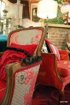 Vintage Upholstered Chair  http://coastersfurniture.org/shabby-chic-furniture/retro-furniture/