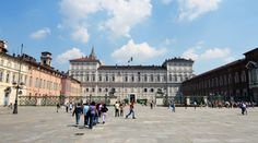 Berkeliling Piazza Castello di Pusat Kota Turin