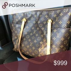 Louis Vuitton Totally MM Good preowned condition No rips or tears Comparable  in size to the 93078567eac0c
