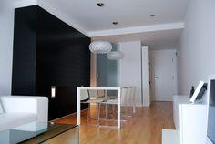 Un piso de estilo moderno que combina con acierto el blanco y el negro #reforma