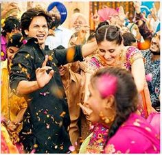 More happy Bollywood dancing from Jab We Met . . .!