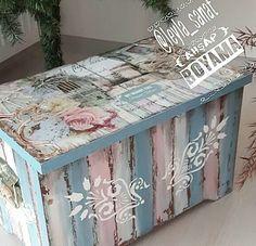 Decoupage Vintage, Vintage Paper, Fun Crafts, Diy And Crafts, Hat Boxes, Craft Shop, Upcycled Furniture, Paper Background, Trinket Boxes